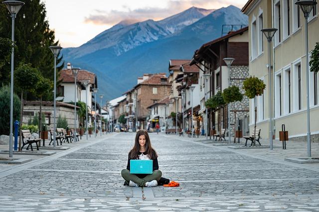 Digital nomad – vad är det och vad kan man arbeta med?
